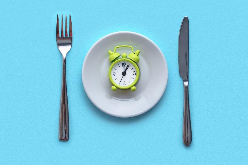 plate-fork-knife-clock